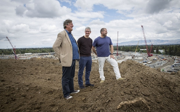 Stephen Fry, Tim Cook and Jony Ive (left to right) (Photo: Gabriela Hasbun for The Telegraph)